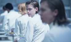 Kristen Stewart et Nicholas Hoult sont amoureux dans un nouveau trailer d'Equals