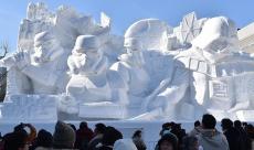 Les militaires japonais offrent à Star Wars une sculpture neigeuse