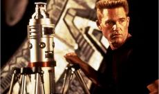 Roland Emmerich planifie un reboot de Stargate