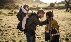 Cargo : Martin Freeman a 48h pour sauver sa fille avant de finir en zombie dans un premier trailer