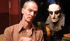 Doug Jones rejoint la série  Vampires en Toute Intimité