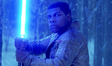 Rian Johnson explique pourquoi Luke dégaine un sabre laser bleu à la fin de Star Wars : Les Derniers Jedi