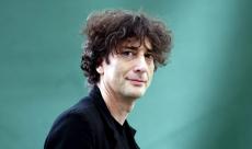 Neil Gaiman va écrire plusieurs épisodes d'American Gods