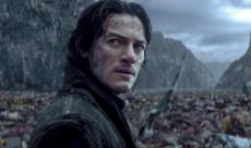 Luke Evans a soif de sang dans une featurette de Dracula Untold