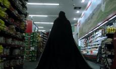 La série What We Do in the Shadows se montre dans la droite lignée du film dans un premier trailer