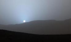 Le robot Curiosity a capturé le coucher de soleil bleu de Mars