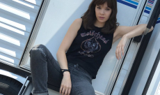 Bumblebee : Hailee Steinfeld pose pour le premier spin-off Transformers
