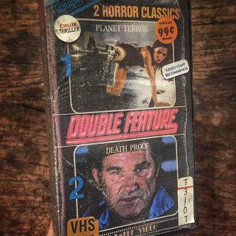 Un artiste imagine les versions VHS des classiques modernes de l'Horreur