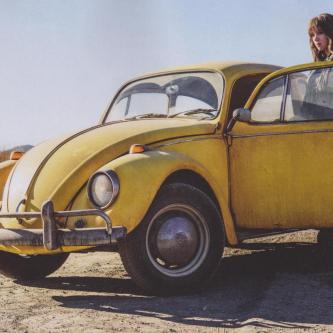 Une première image du film Bumblebee valide la coccinelle et Hailee Steinfeld